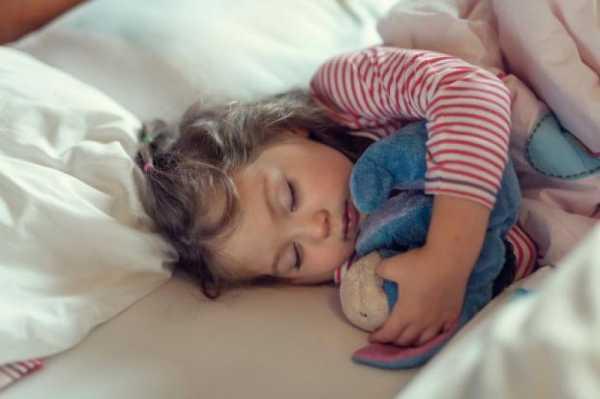 با مشکلات زمان خواب چه کنیم؟ روتین های مثبت