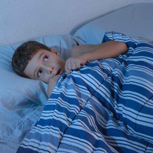 ترس کودکان از تاریکی و راهکارهای برطرف کردن آن