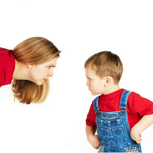 دعوا کردن کودک در جمع چه آسیبهایی دارد؟