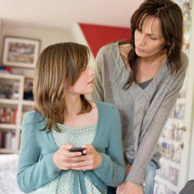 چرا و چطور والدین باید به حریم خصوصی نوجوان احترام بگذارند؟