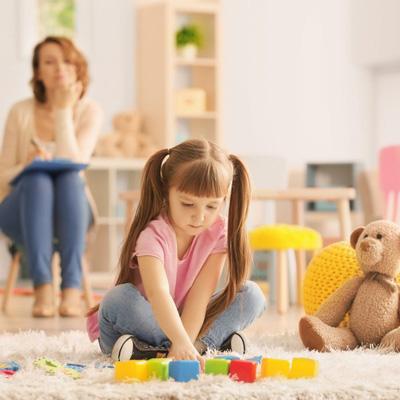 5 سوال والدین درباره بازی درمانی کودکان + پاسخ
