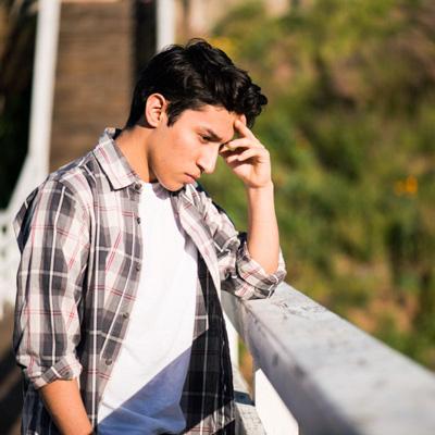 احتمال خودکشی در  کدام نوجوان بیشتر است؟ + 11 راهکار به والدین