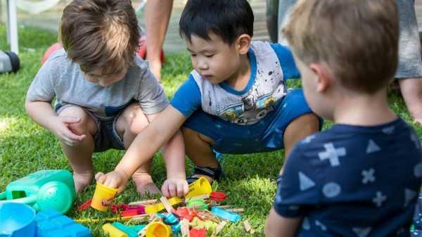 چه اسباببازیهایی مناسب کودک است؟