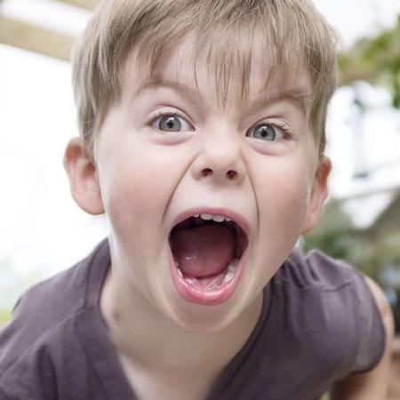 آیا فرزندم بیش فعال است؟ علائم + درمان