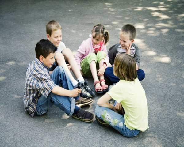 چطور کودک را به برقراری روابط اجتماعی تشویق کنیم؟