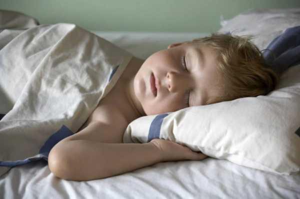 چطور و از چه سنی محل خواب کودک را جدا کنیم؟